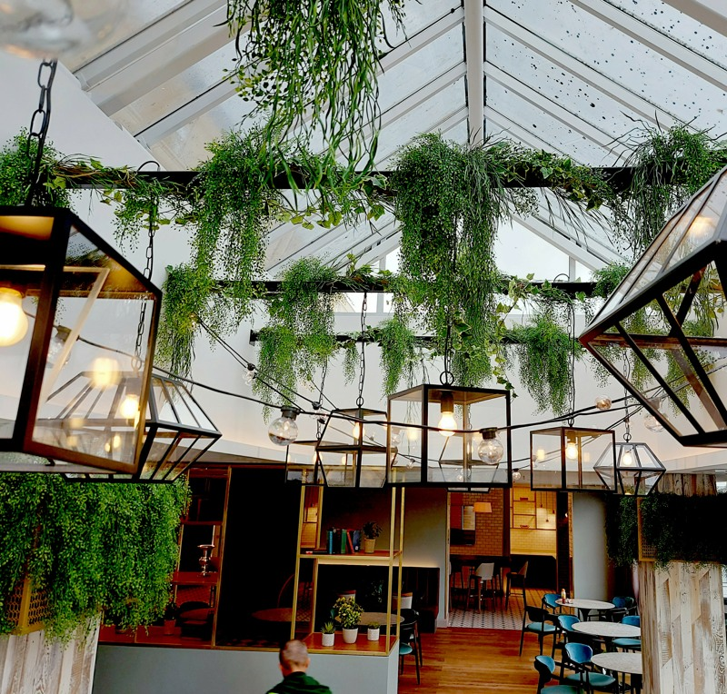 Artificial trailing plants from beams