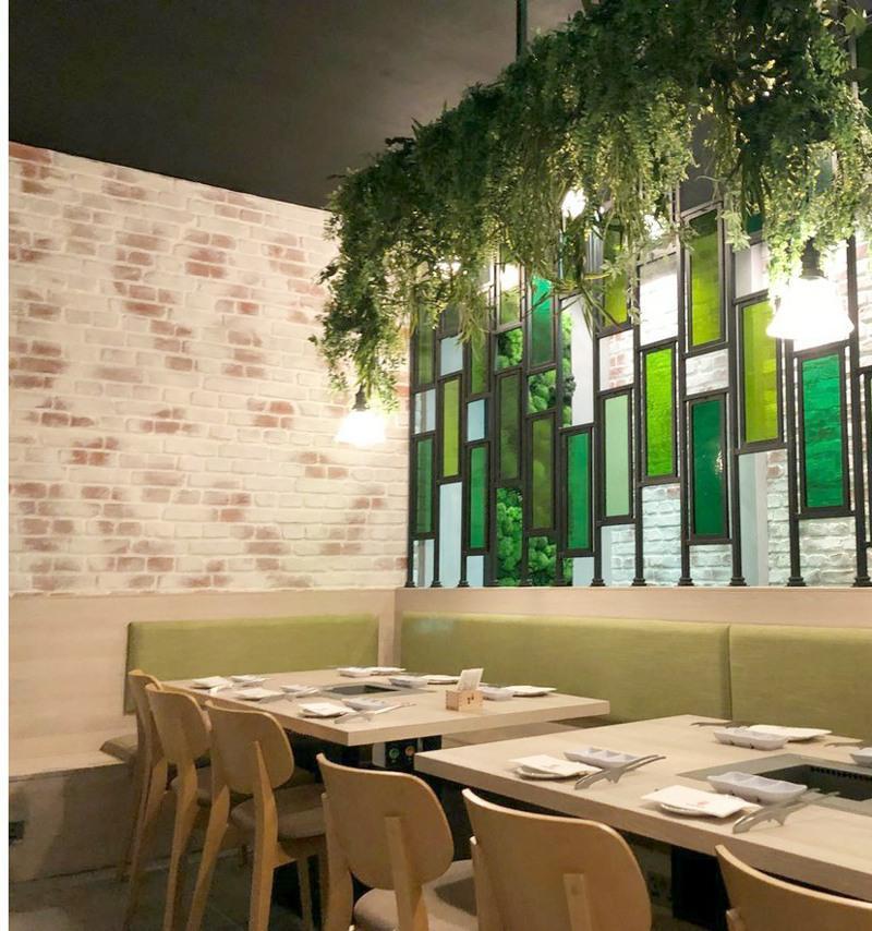Trailing artificial foliage restaurant